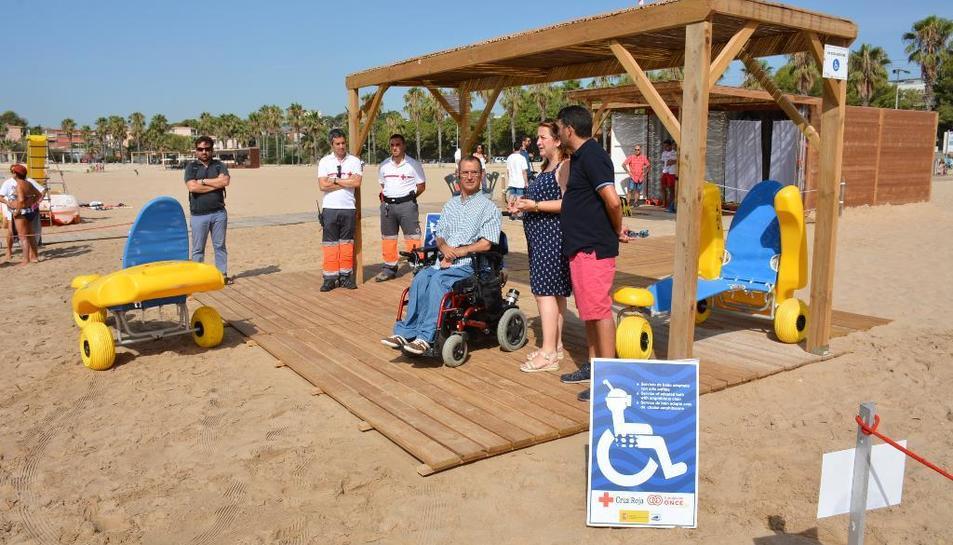 L'Ajuntament i Creu Roja han presentat aquest dijous el nou espai habilitat a la platja.