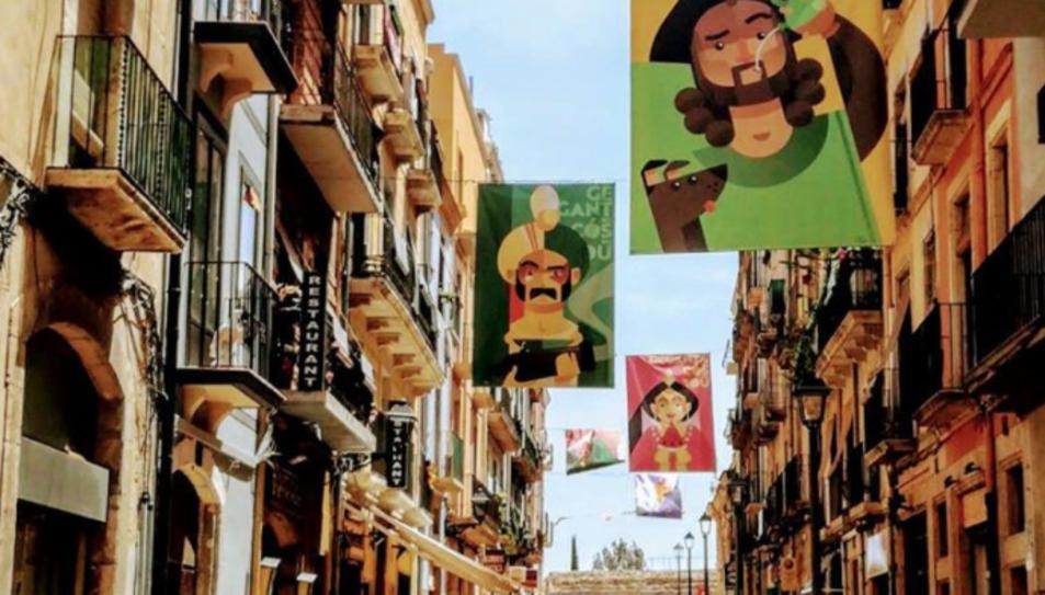 Les pancartes festives ja llueixen al carrer.