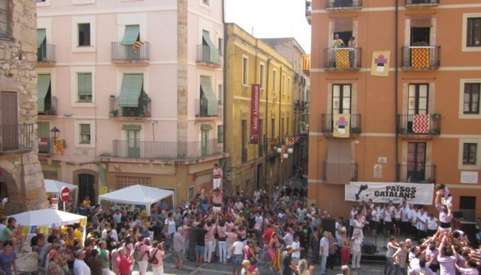 Imatge d'arxiu de la celeberació de la Diada a la plaça de les Cols.