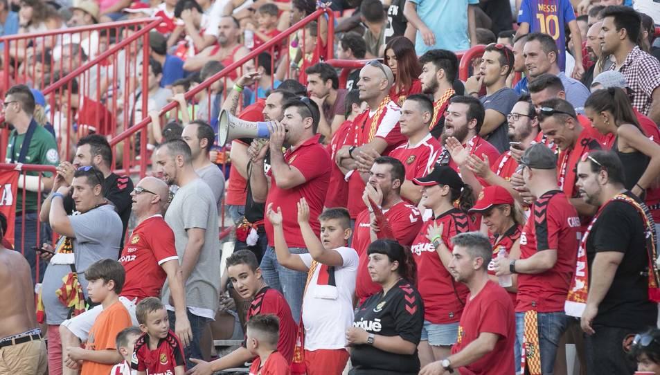 Imatges del partit que ha enfrontat el Nàstic amb el FC Barcelona al Nou Estadi