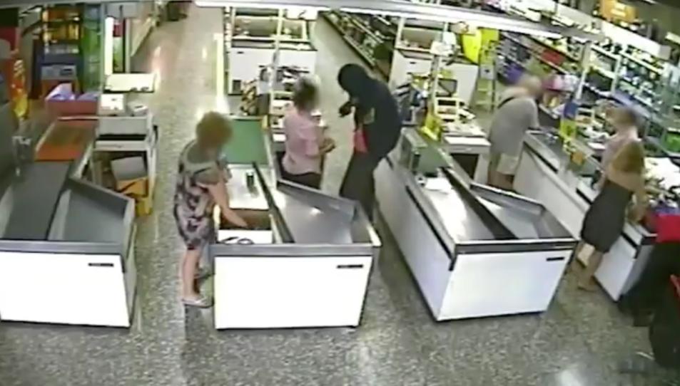 L'home va atracar amb intimidació una benzinera i un supermercat.