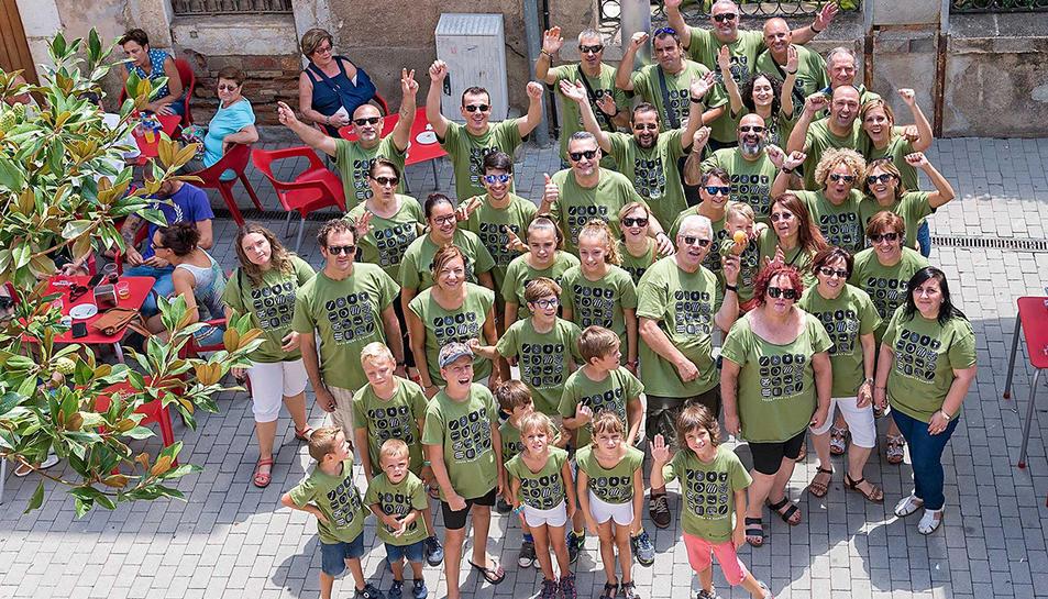 Imatge de la fotografia dels vilatans amb la samarreta de les Festes.