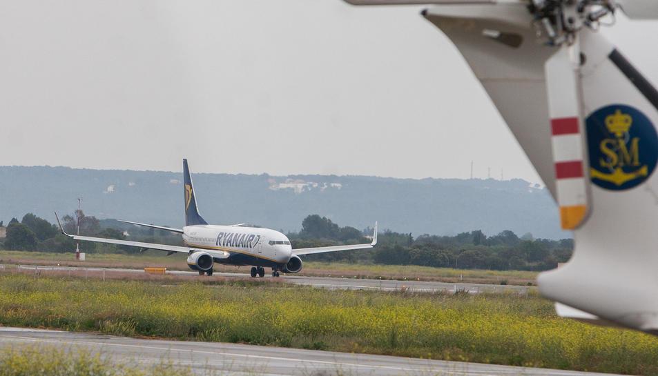 Una imatge d'arxiu d'un avió de Ryanair a les instal·lacions de l'Aeroport de Reus.