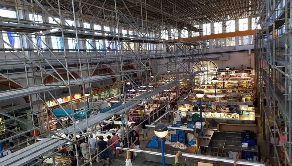 L'estructura que s'ha instal·lat a l'interior del mercat.