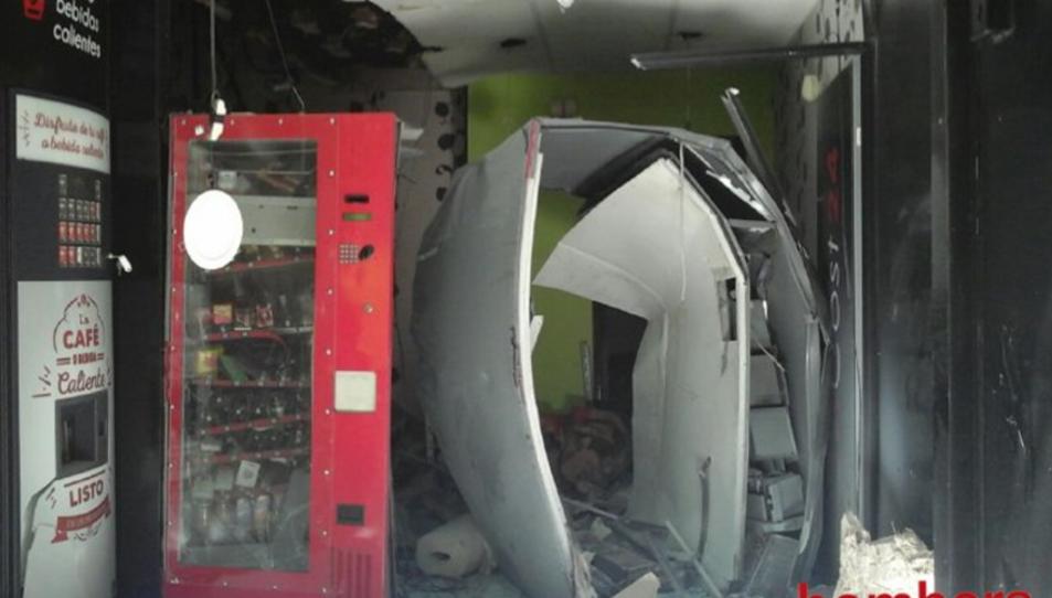 El local on hi ha hagut l'explosió ha quedat destrossat.