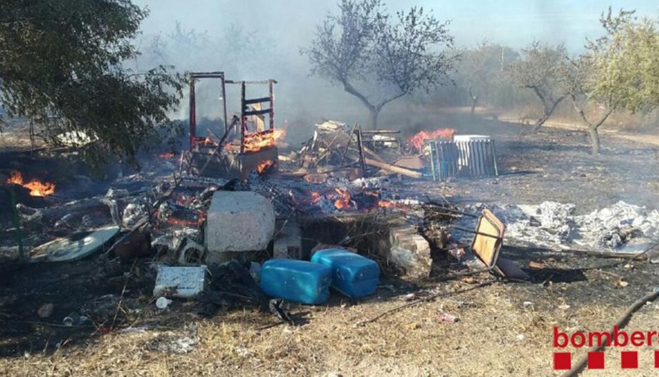 Les deixalles que s'han cremat estaven rodejades per ametllers, que també han estat afectats.