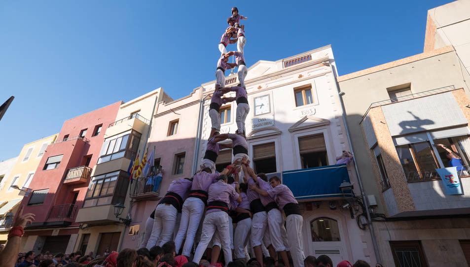 2de8 amb folre de la Colla Jove de Tarragona a diada de la festa major de La Canonja.