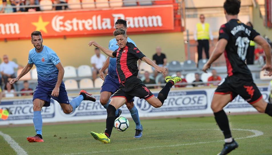 Una imatge de l'encontre entre el CF Reus i el Girona.