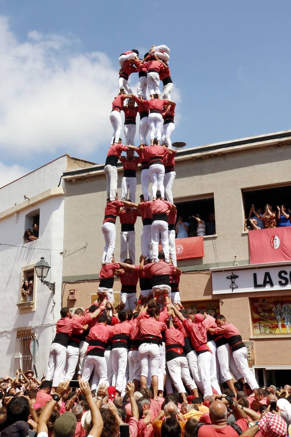 5de9 amb folre de la Colla Vella dels Xiquets de Valls a la Bisbal del Penedès.