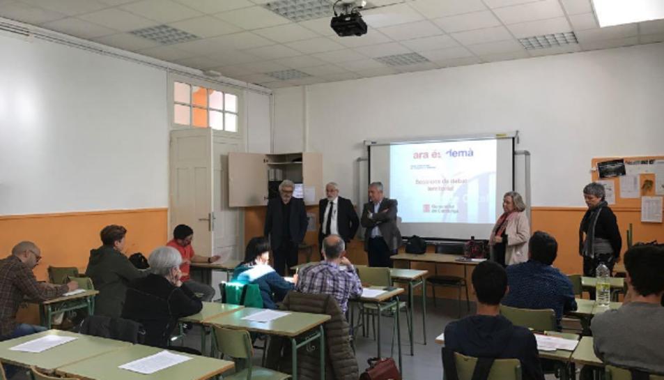 Fins a 14 institucions i entitats van participar en la sessió, a l'abril.