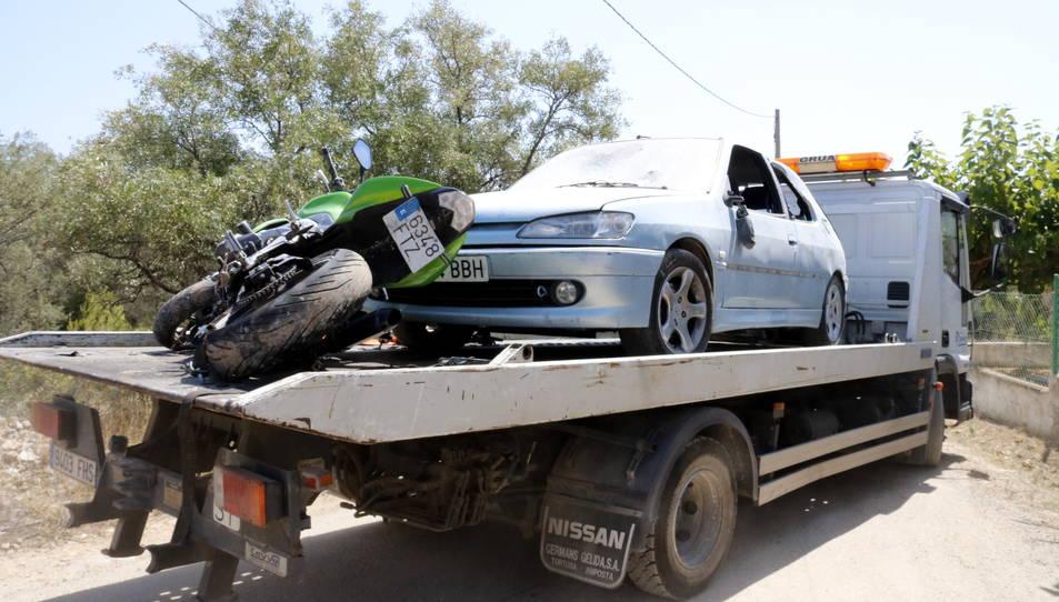 El vehicle i la motocicleta suposadament utilitzades pels terroristes i que es trobaven a la casa d'Alcanar.