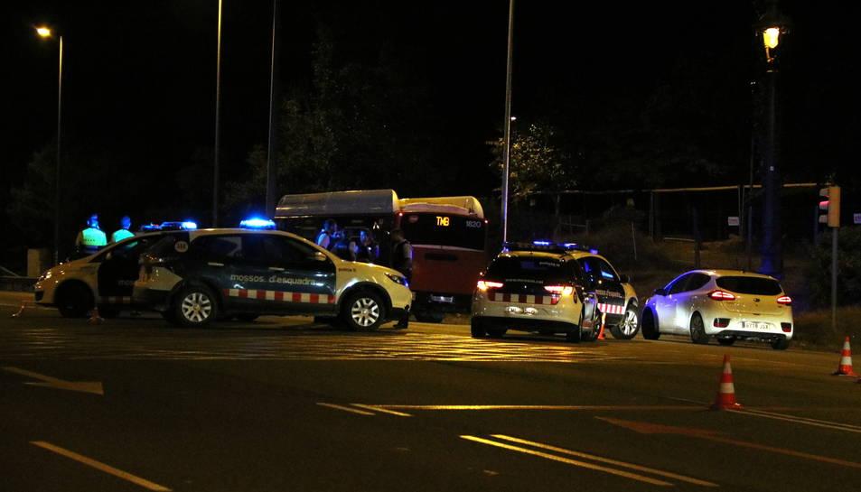 El control policial ubicat a la sortida de la Diagonal, a l'alçada d'Esplugues, on un conductor va atropellar una agent dels Mossos d'Esquadra.