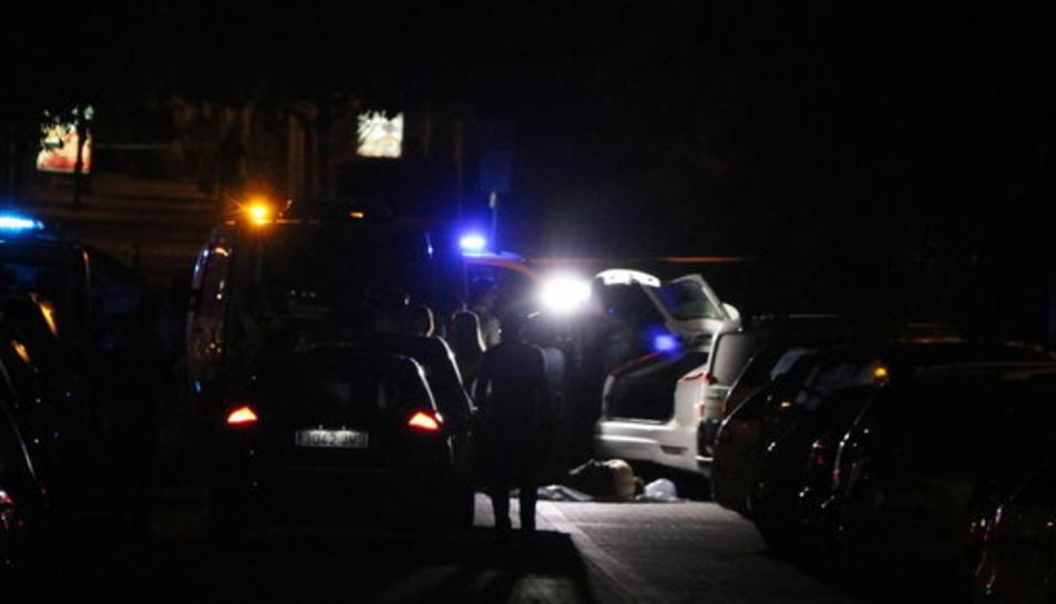 A la fotografia s'aprecia el cos del conductor abatut pels Mossos d'Esquadra el 17 d'agost del 2017 a Sant Just Desvern