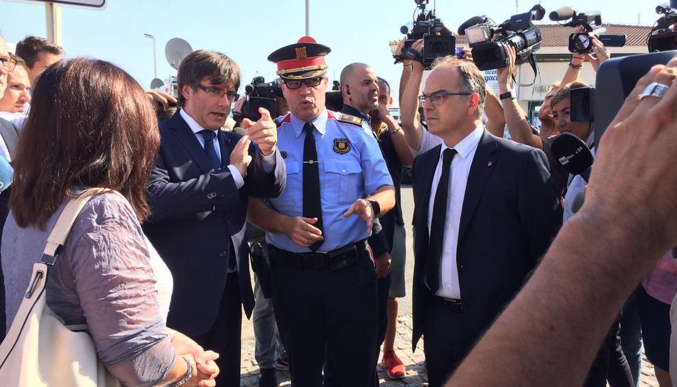 El president de la Generalitat visitant el lloc on es va cometre l'atemptat