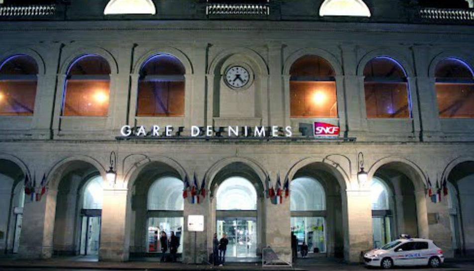Imatge de la façana de l'estació francesa de Nimes.