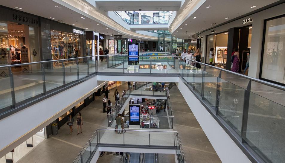 Imatge d'arxiu de l'interior del Centre Comercial La Fira de Reus, on es va produir el robatori.