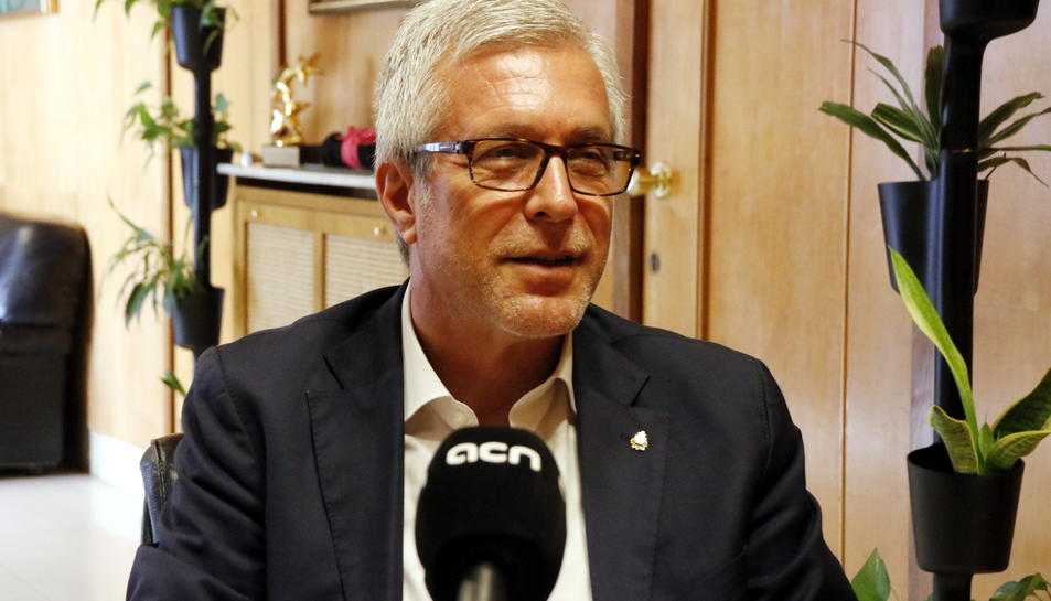 Pla mig de l'alcalde de Tarragona, Josep Fèlix Ballesteros, durant l'entrevista amb l'ACN. Imatge del 22 d'agost del 2017