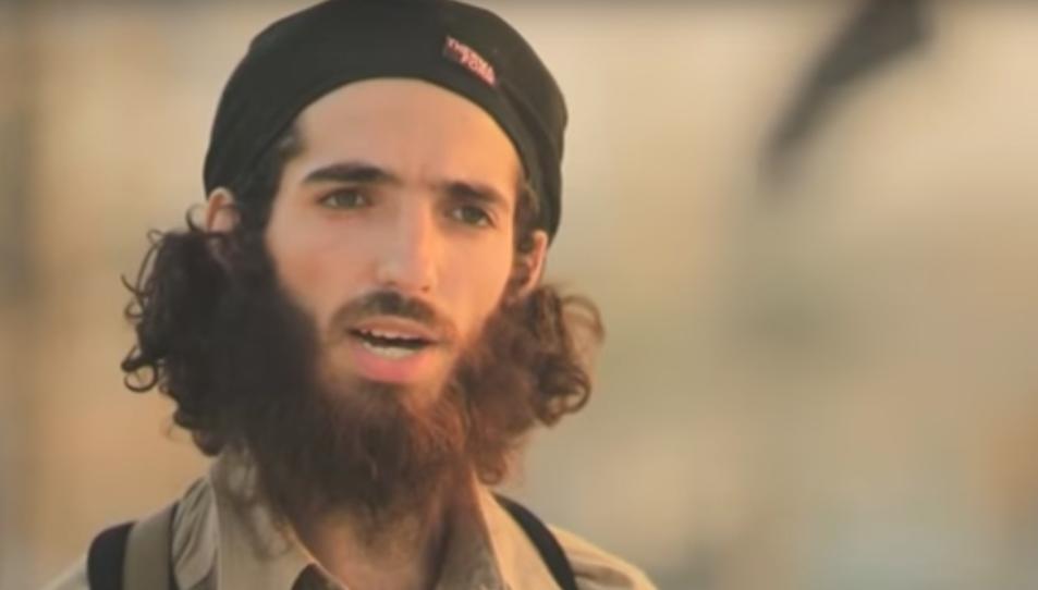 Abu Lais AlQurdubi en un fotograma del vídeo d'EI.