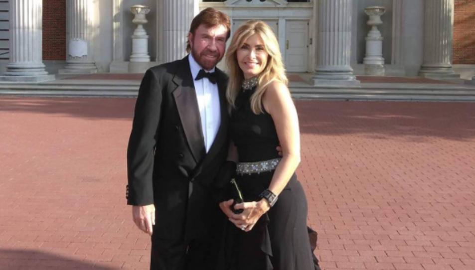 Chuck Norris i la seva parella en una fotografia publicada per l'actor al seu perfil d'Instagram.