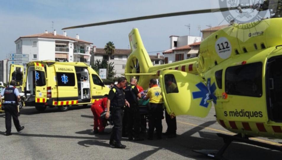 Tres dotacions terrestres del SEM i l'helicòpter medicalitzat al lloc dels fets.