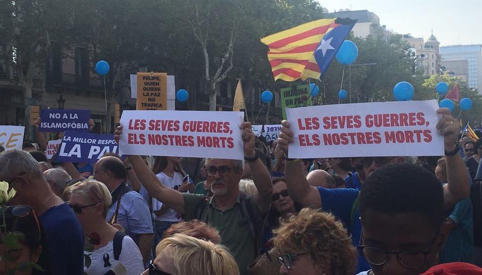 Manifestació 'No tinc por' a Barcelona contra el terrorisme, la venta d'armes i a favor de la pau.