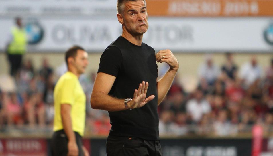 Lluís Carreras, a l'àrea tècnica de l'equip visitant durant el partit disputat el vespre d'ahir a Reus.