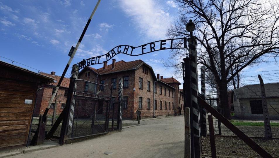 L'entrada al camp de concentració d'Auschwitz.
