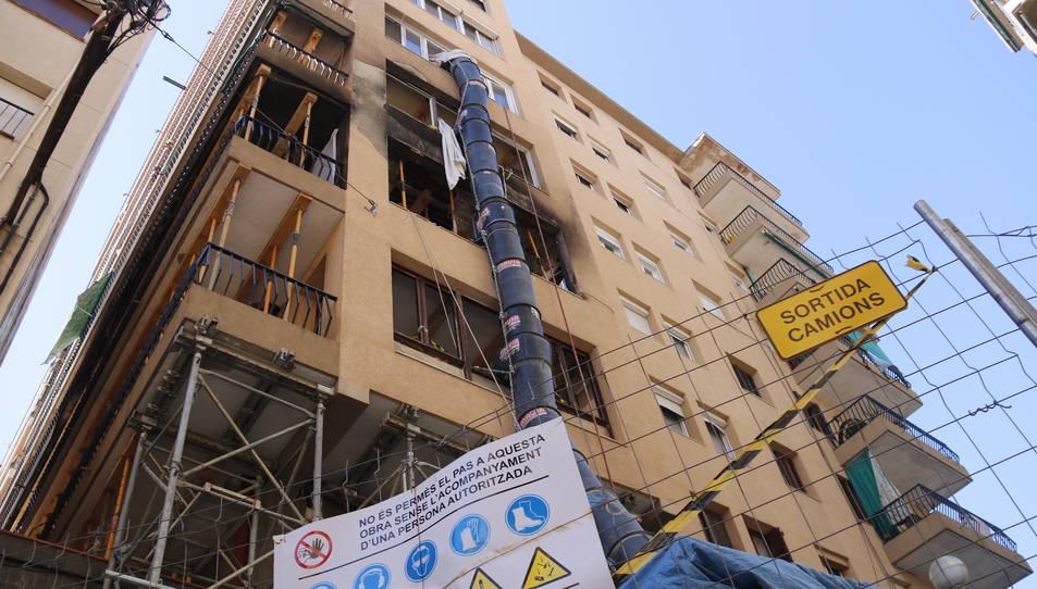 Imatge d'arxiu de les obres de rehabilitació d'un bloc de pisos.