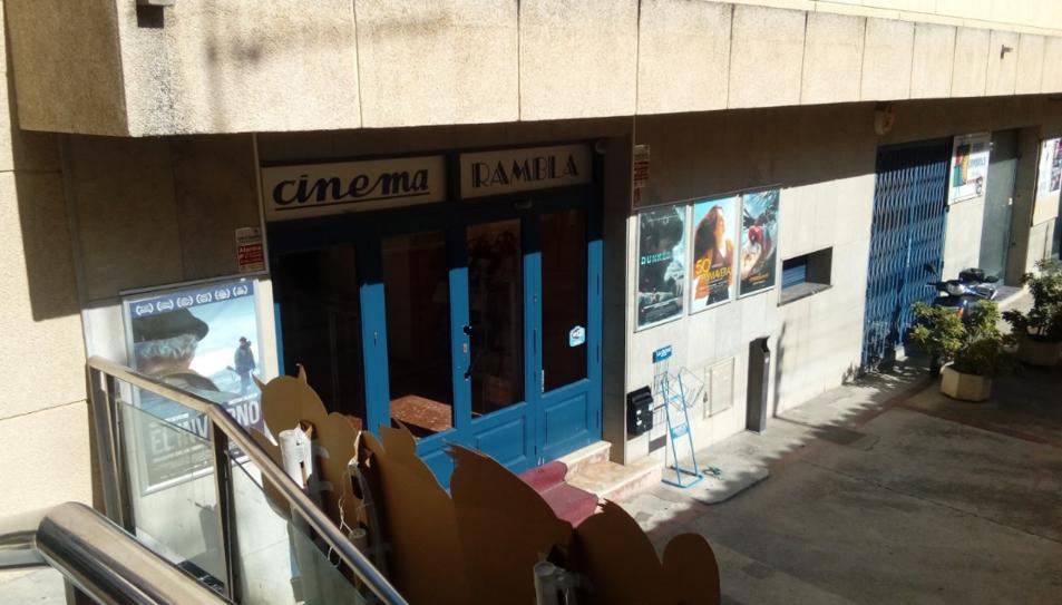 La façana del cinema en una fotografia d'arxiu.