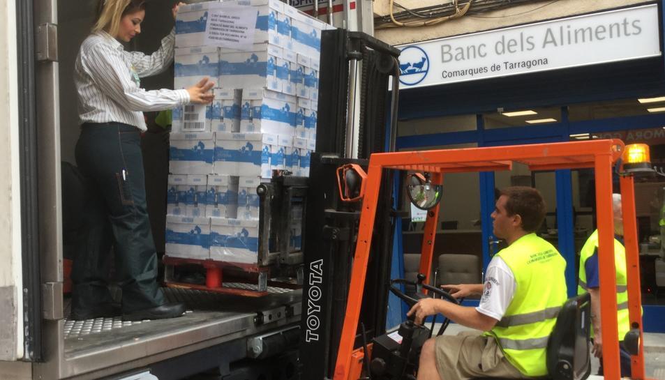 El Banc d'Aliment distribuirà els cartrons de llet entre les persones més necessitades.