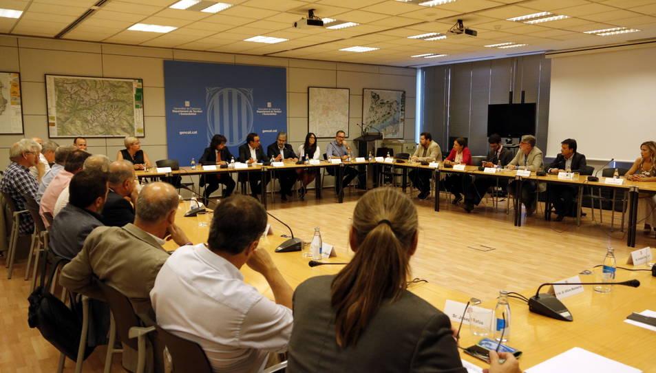 El conseller de Territori i Sostenibilitat, Josep Rull, s'ha reunit aquest 4 de setembre amb els alcaldes del Camp de Tarragona, les Terres de l'Ebre i el Penedès afectats per l'àrea d'influència de l'N-340.