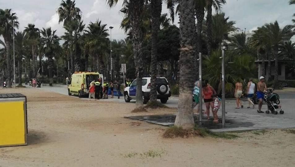 SEM i Guàrdia Urbana s'han desplaçat fins a la platja de Llevant de Salou.