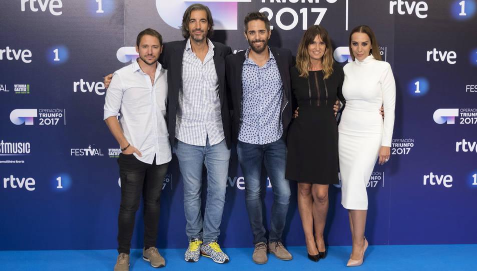 D'esquerra a dreta Manuel Martos, Joe Pérez-Orive, Roberto Leal, Noemí Galera i Monica Naranjo durant la presentació del concurs al Festival de Televisión de Vitoria FesTVal.