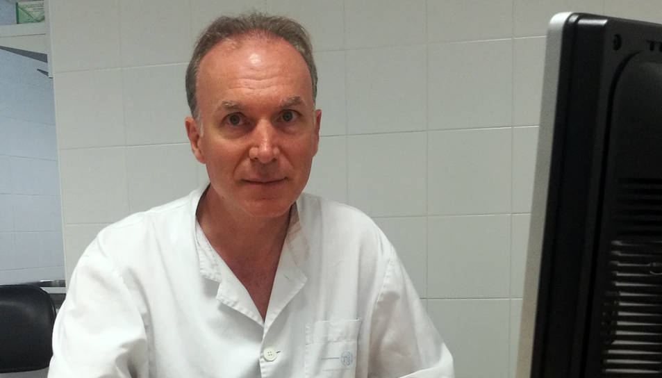 Jaume Benages, a la fotografia, pren el relleu al traumatòleg tarragoní Jordi Recasens.