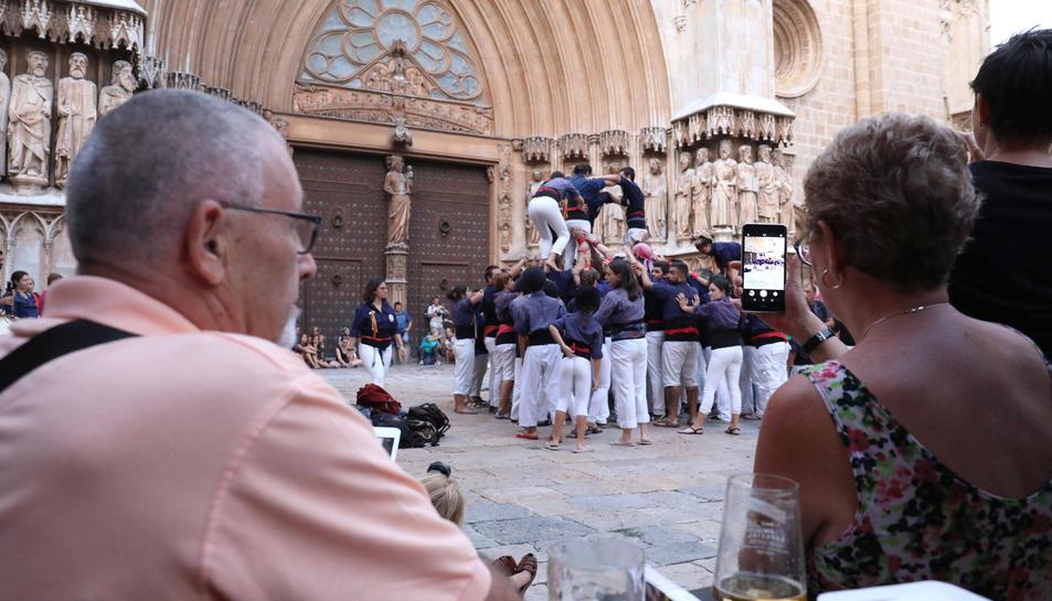 Els Xiquets del Serrallo van actuar davant un gran nombre d'espectadors, tònica habitual tot l'estiu