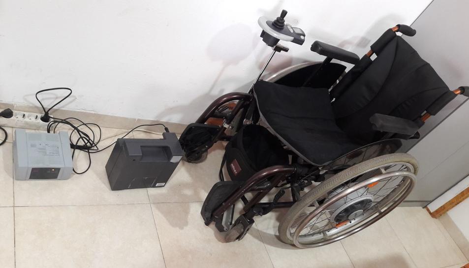 Imatge de la cadira de rodes motoritzada de la qual ja pot disposar el veí del Vendrell que la necessita.