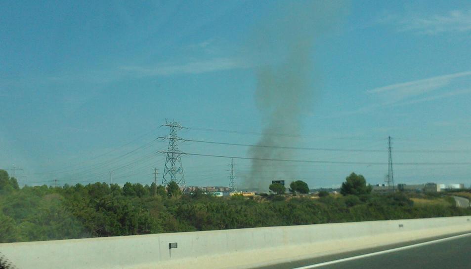 La columna de fum és visible des de la T-11.