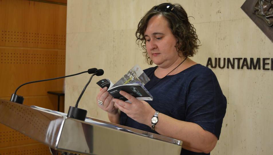 Montserrat Flores, la regidora de Participació, Ciutadania i Transparència, durant la presentació de la nova programació.