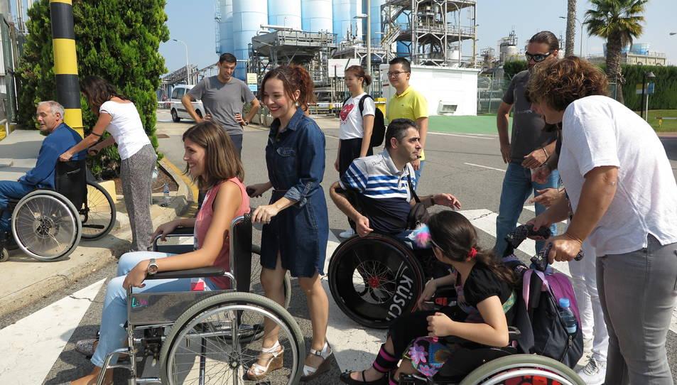 Un moment de la sessió formativa de conducció i ús de cadira de rodes d'aquest divendres.