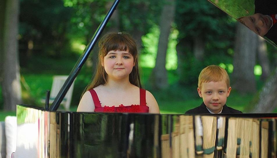 Els germans Laetitia i Philip Hahn, prodigis del piano.
