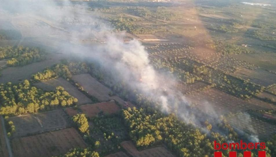 Imatge aèrea de l'incendi d'Aiguamúrcia de les 20 h.