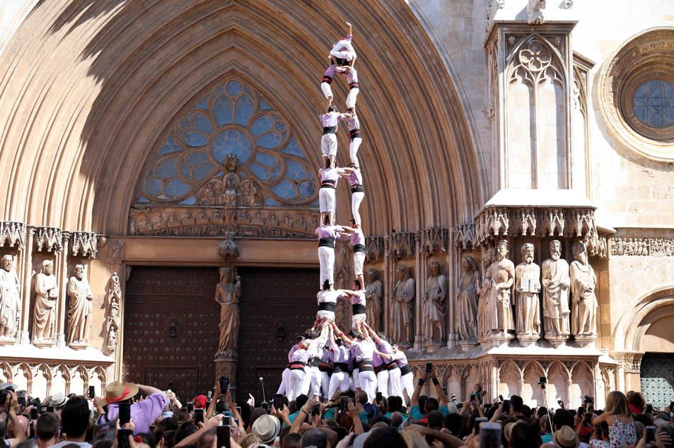 3de9 folrat de la Colla Jove Xiquets de Tarragona a la diada de l'Onze de Setembre.