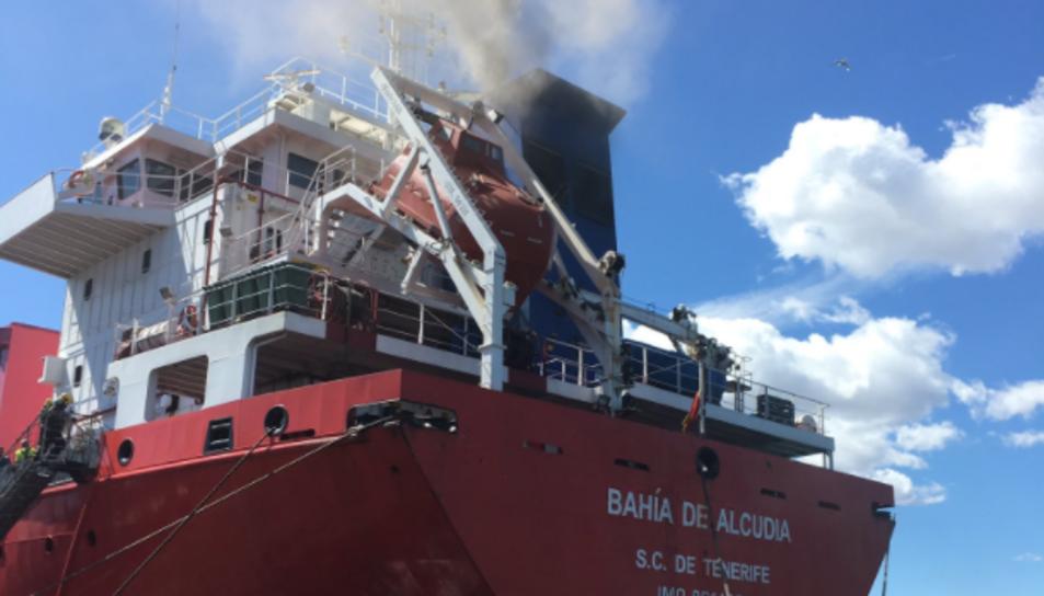 Imatge de l'incendi a l'interior del vaixell.