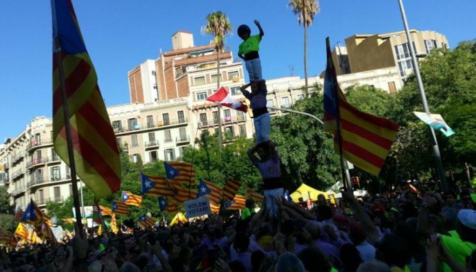El groc fluorescent ha tenyit el centre de Barcelona.