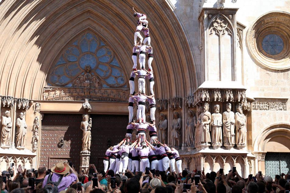 4de9 folrat de la Colla Jove Xiquets de Tarragona a la diada de l'Onze de Setembre.