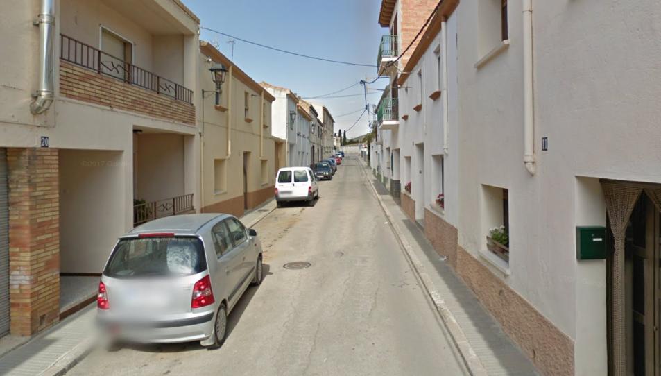 Els fets han tingut lloc al carrer Sant Miquel del municipi al voltant de les 14 hores.