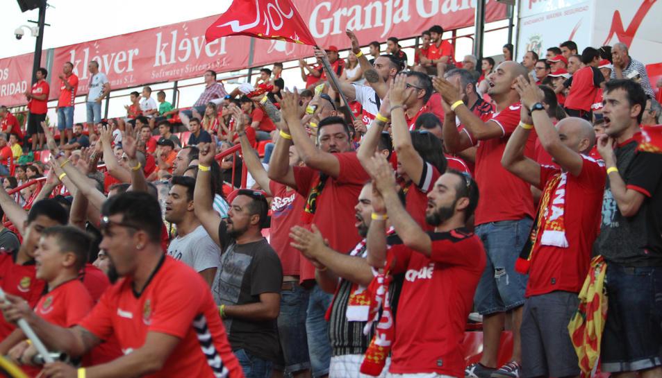 L'afició del Nàstic (a la imatge, en el partit contra l'Almeria) vol tornar a veure al seu equip guanyar.