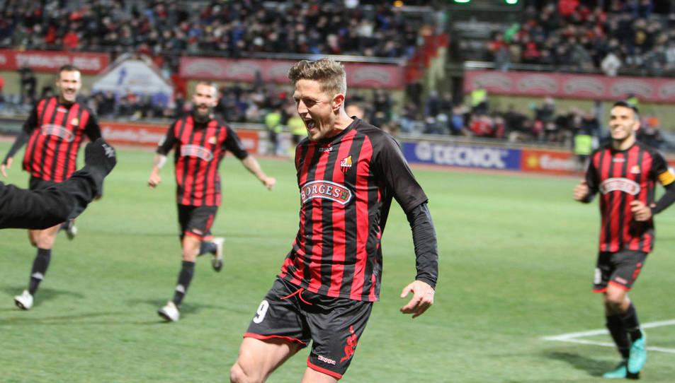 El 9 del CF Reus Deportiu celebrant el seu últim gol en partit oficial, la temporada passada en la visita del Getafe.