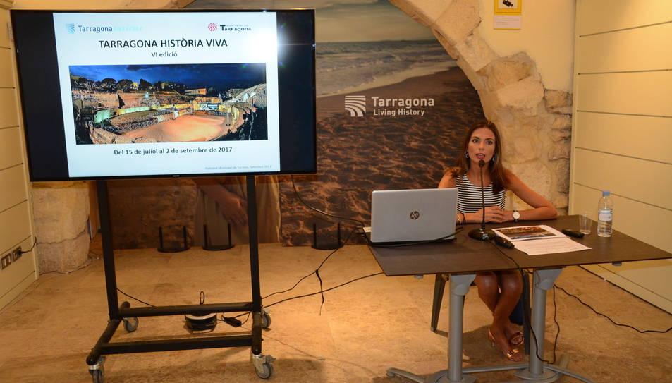 Un moment de la roda de premsa d'aquest dimarts, on la regidora Inma Rodríguez ha presentat les dades de valoració de l'espectacle.