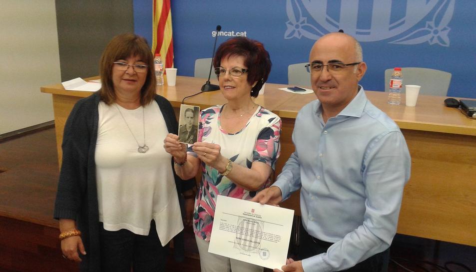 Herminia Garcia, al centre, acompanyada del delegat del Govern a Tarragona